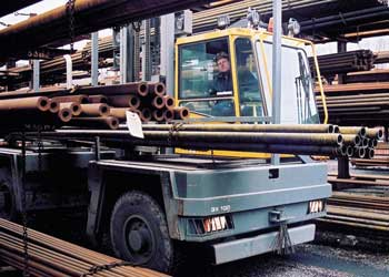 Baumann sideloader carrying metal pipes