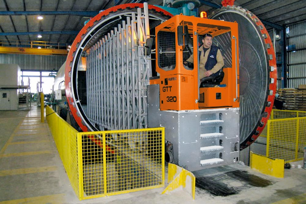 Hubtex GTT Transporter in an autoclave operation