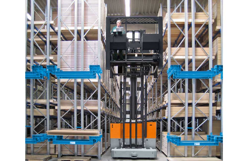 Hubtex Electric Multidirectional Sideloader order picker