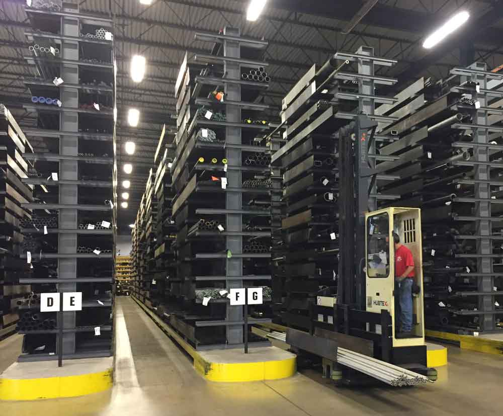 Cantilever racking system with narrow aisle Hubtex multidirectional sideloader